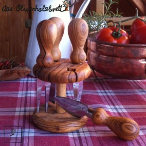 Set of 4 Olive wood cheese knifes