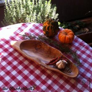 bowl, olive wood, leaf shape
