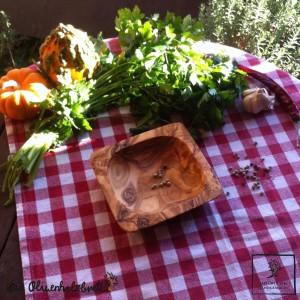 Schälchen aus Olivenholz, viereckig