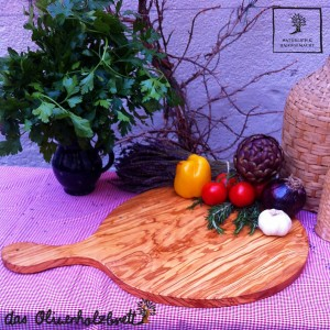 Plate out of olive wood