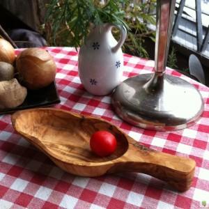 Schale in Blattform, Olivenholz