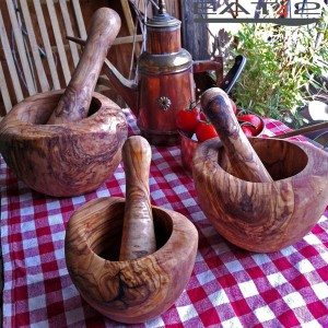 Mortar and pestle, rounded edge, manually carved wood, for mashing herbs
