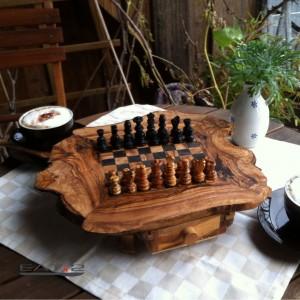 Echecs en bois d'olivier
