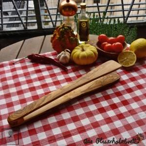Grillzange oder Gurkenzange aus Olivenholz