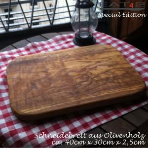 Desayuno bandeja hecha de madera de olivo, rectangular