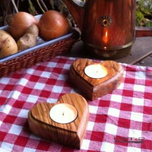Teelichthalter in Herzform aus Olivenholz