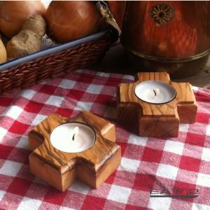 Teelichthalter in Kreuzform aus Olivenholz